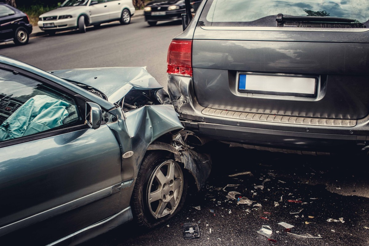 accidente-coche-choque-vehículos-por-detrás-alcance-accidente