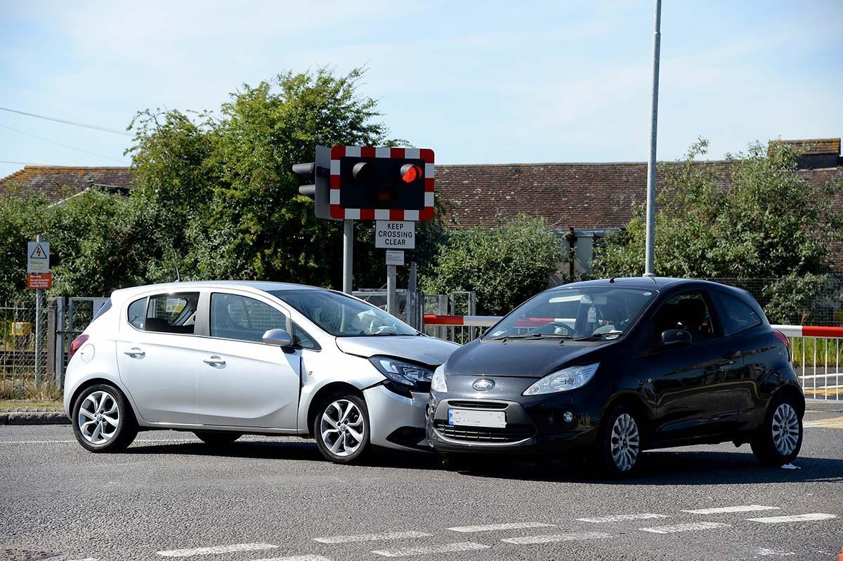 Quien tiene la culpa en un accidente en el que el otro iba a aparcar y yo no le ví