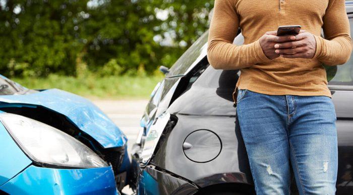 Accidente contra el coche de un pariente.
